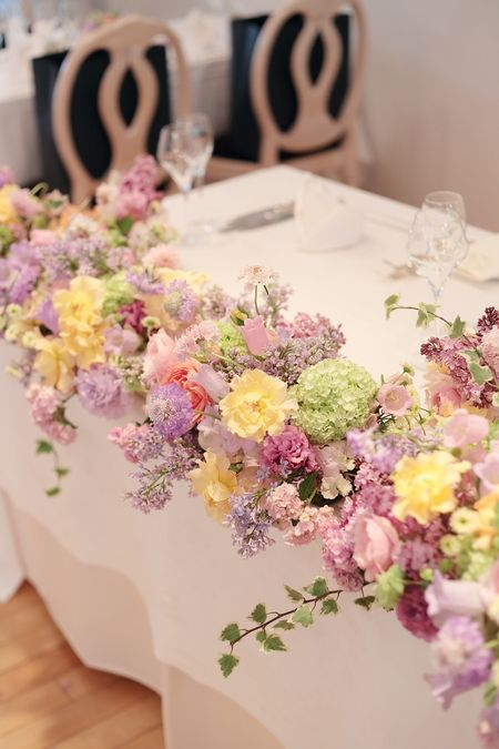 5月の装花 日比谷パレス様へ ライラック色のドレスに 一会 ウエディングの花 会場装花 春 会場装花 パープル 結婚式 装花