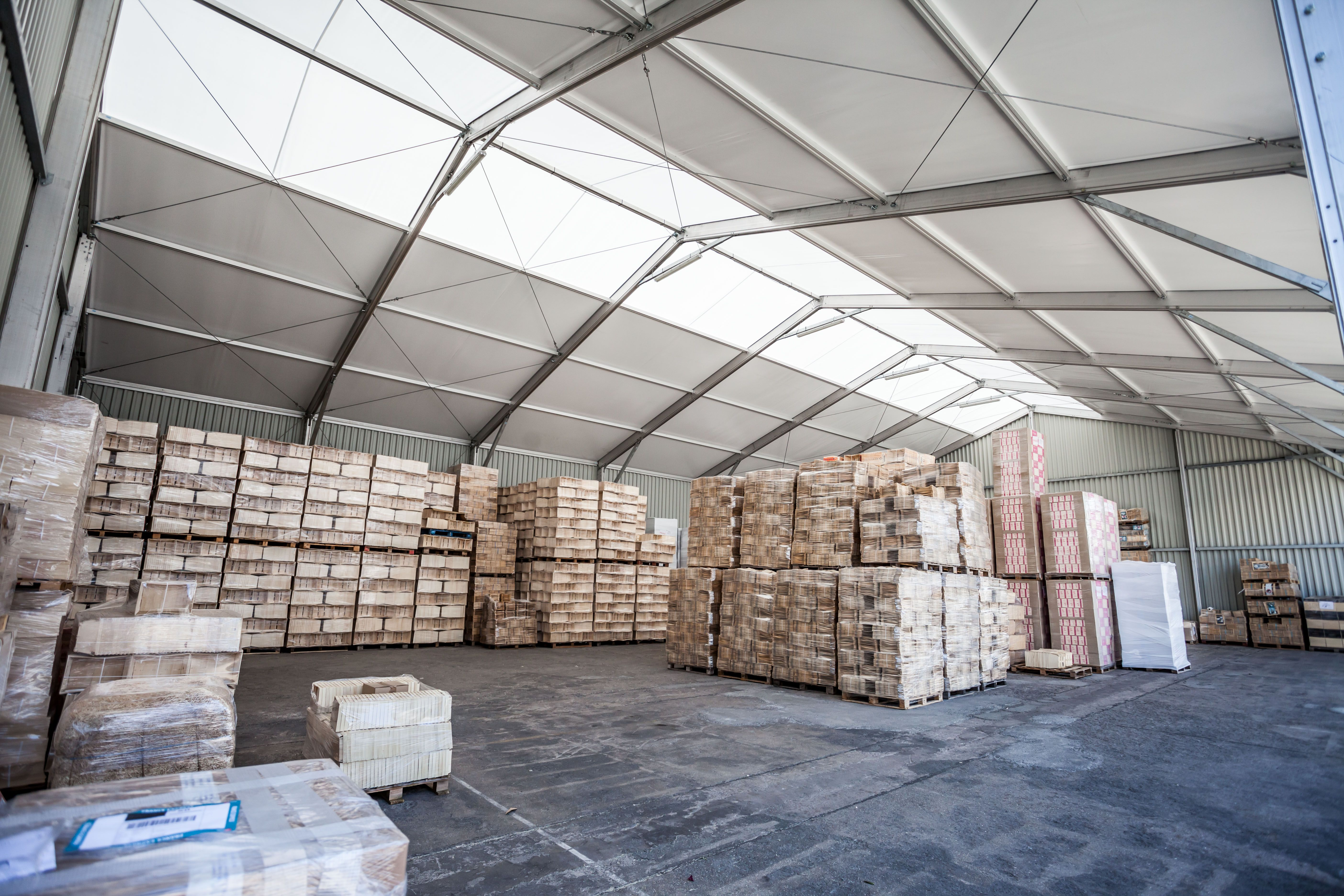 #entrepôt de stockage démontable en location par #Legoupil Industrie suite à un incendie dévastateur.