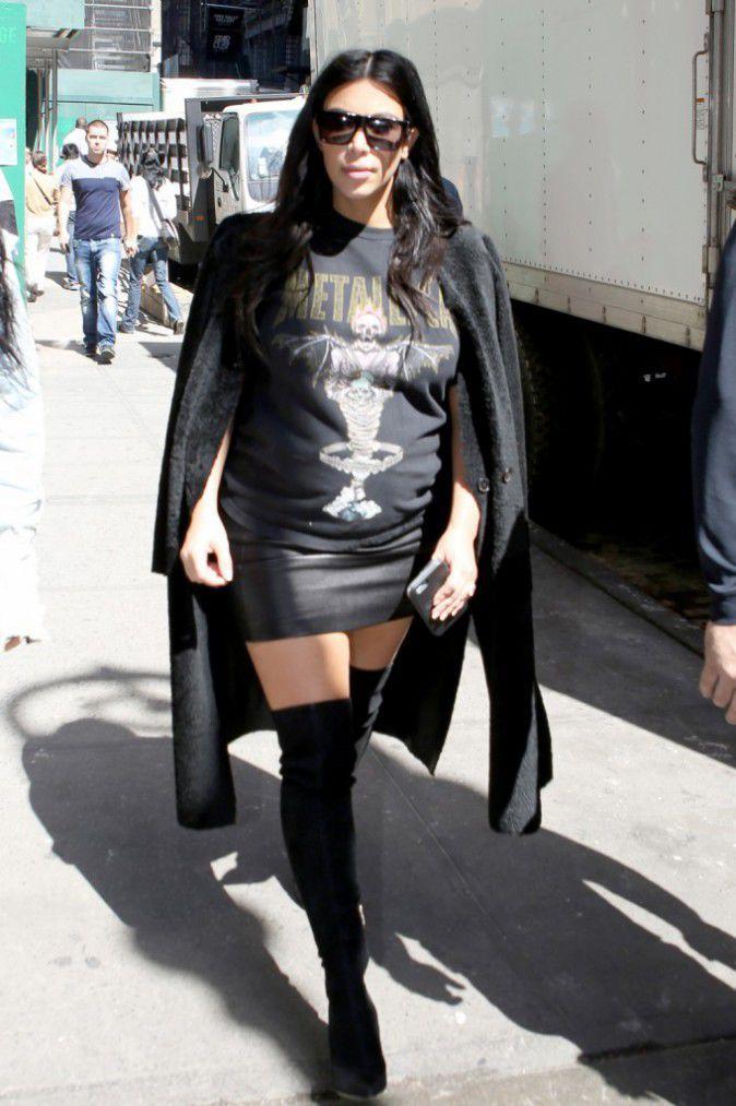Photos   Kim Kardashian   T-Shirt Déchiré a9b245b1f00