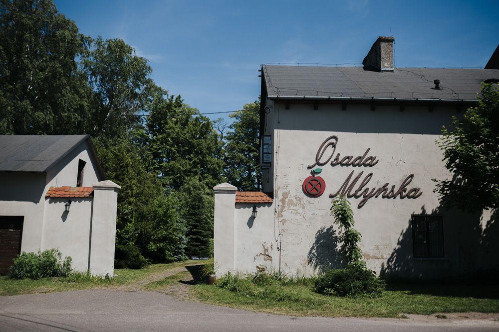 Osada Młyńska - Rustykalny Ślub Plenerowy i Sielskie Wesele w Stodole - Rustykalne Inspiracje
