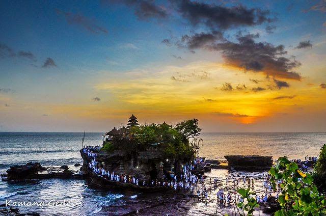 Keindahan Objek Wisata Tanah Lot Bali Pura Di Atas Batu