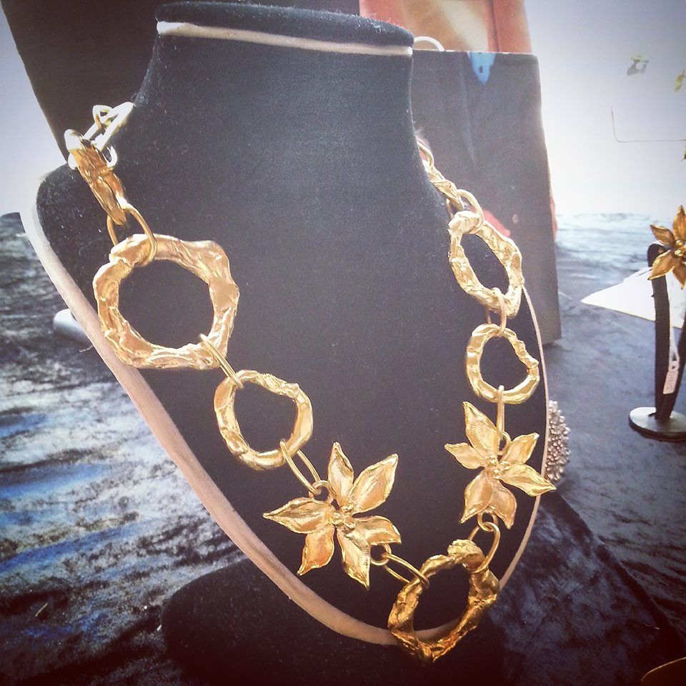 "Collar ""Piti con Aros"" de bronce con baño de oro de Rocio Porres Joyas - www.rocioporresjoyas.com"