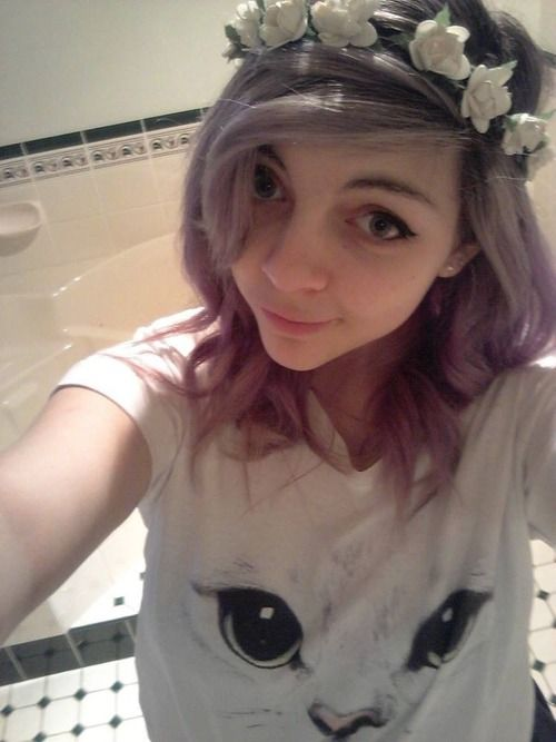 Flower crown, pastel hair.
