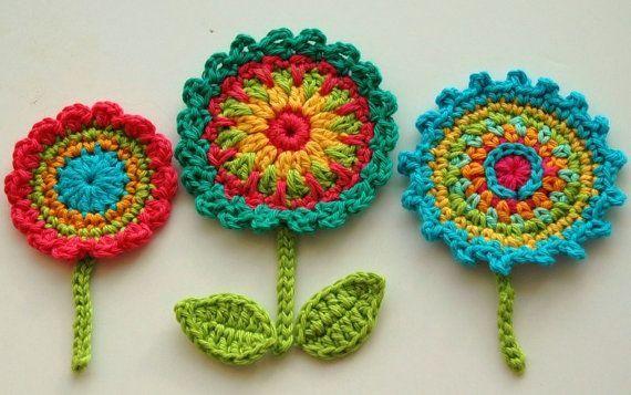 Jetzt sind diese bunten Häkelblumen entzückend! #crochetflowers