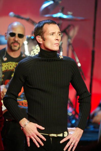 Velvet Revolvers Scott Weiland Appears On The Tonight Show With