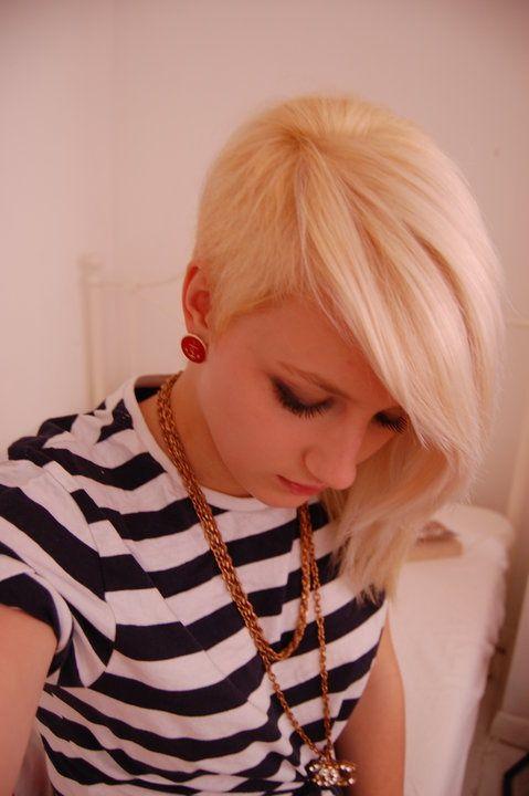 Asymmetrical pixie (side).   Cuts.   Hair styles, Scene ...