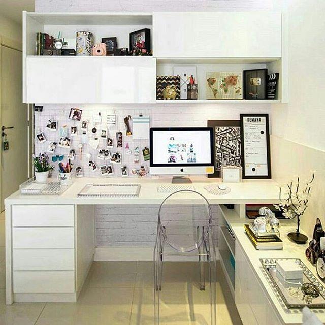 Pra começar bem esse dia pós feriado, pega essa decoração da @jadeseba com o Papel de Parede Tijolinho Branco! Curtiu? ❤ Então da um like nessa decor!