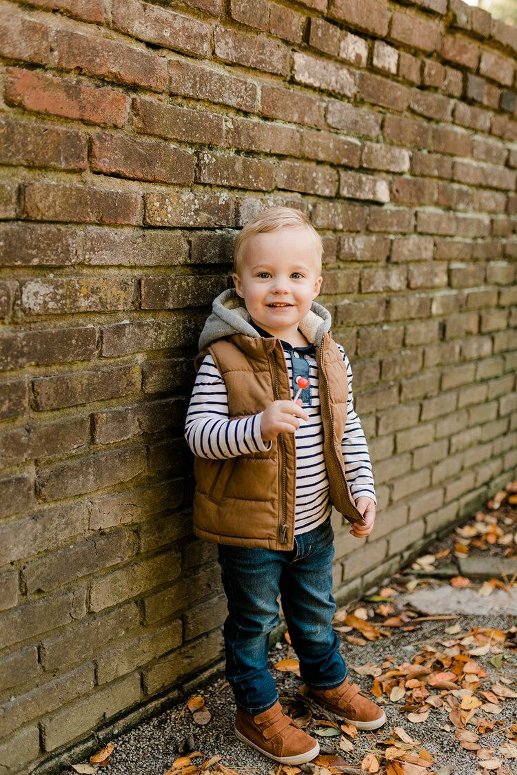 BLACK AND TAN FAMILY PHOTO OUTFIT IDEAS #familyphotooutfits