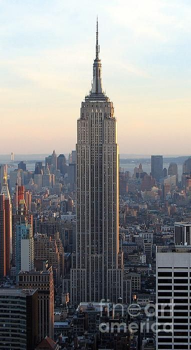 The Empire State Building At Dusk Taken From The 70th Floor Observatory Of 30 Rock Like T Beautiful Places In The World Empire State Building Places To Go