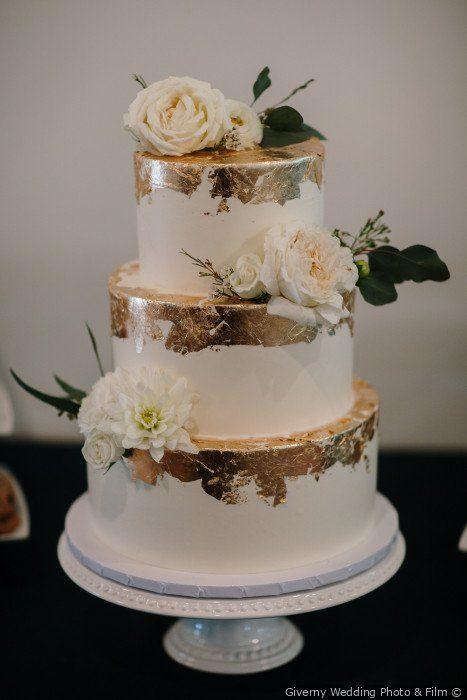 wedding cakes gold #hochzeitstorten Modern wedding cake ideas – 3 tier white wed…
