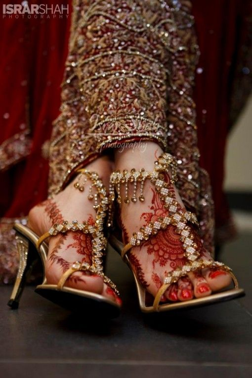 Mehndi Bridal Shoes : I love there gold and crystal covered bridal shoes the go