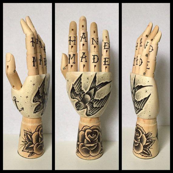 Mini Wooden Hand Swallow / Rose / Anchor 'tattoo door Inkspirednl