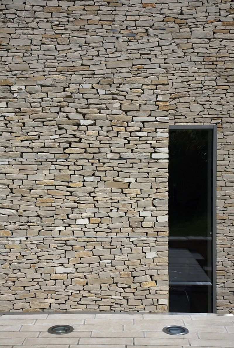 Wickstead Lodge by Baynes & Co | Stone walls and Decoration
