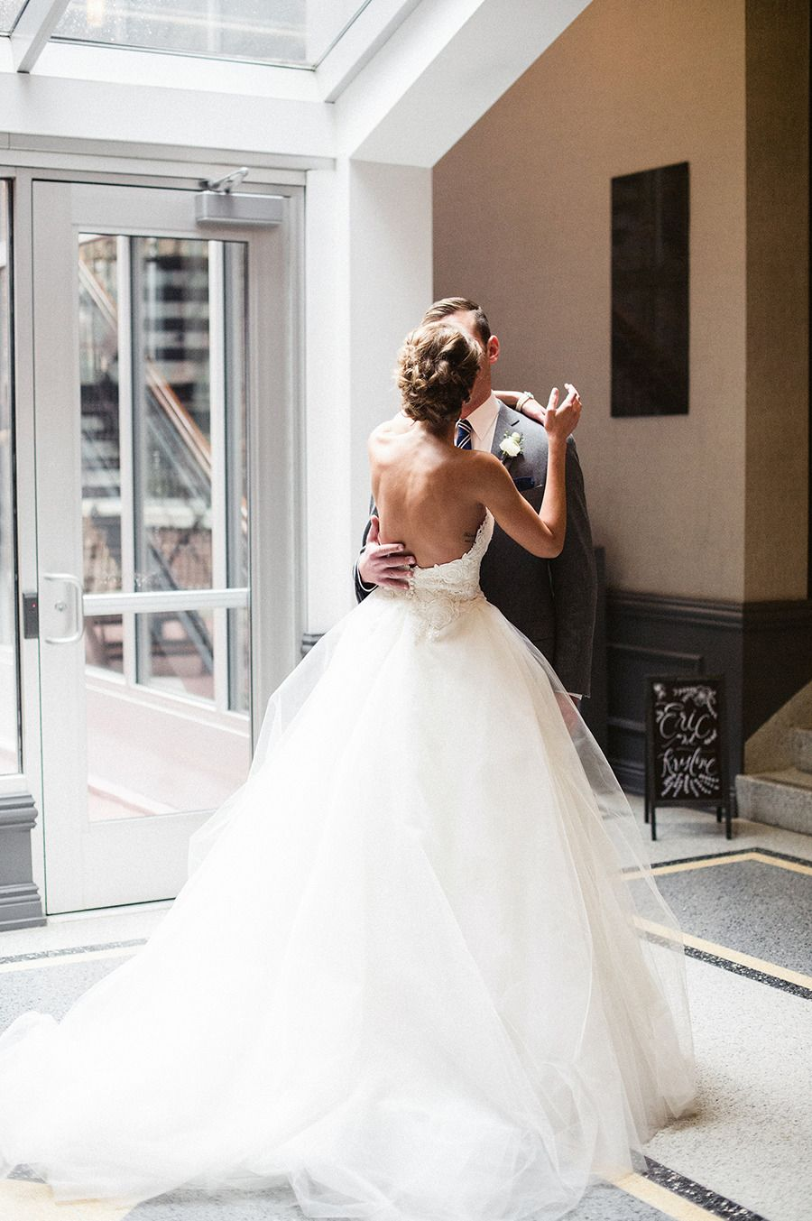 Timeless + Classic Chicago Wedding | Pinterest | Brautkleider