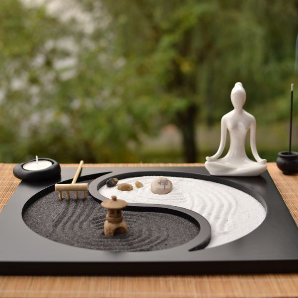 Create your own inner peace or just idle away a few moments with our table top zen garden. Includes everything to make your little haven of peace.