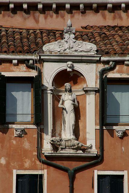 Venedig Campo Santa Margherita Hl Margareta Von Antiochien Mit Dem Drachen St Margaret Of Antioch With The Dragon Visit Venice Venice Italy Venice