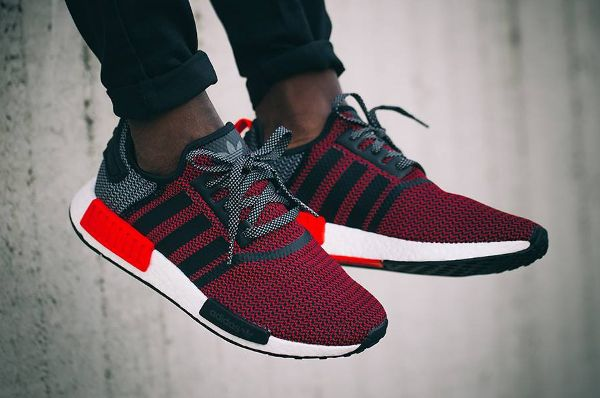 www.sneakers-actus.fr wp-content uploads 2016 03 Basket-Adidas-NMD-R1 -Boost-Knit-Tonal-Black-Lush-Red-1.jpg