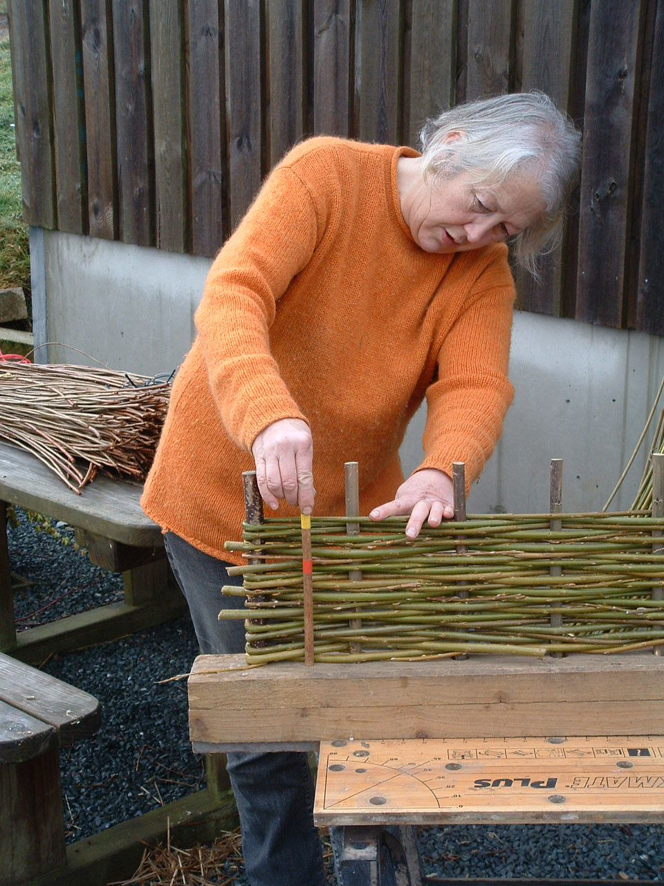 Making Willow Hurdles Great Instructions Garden Pinterest  # Pose Television En Bois Pro
