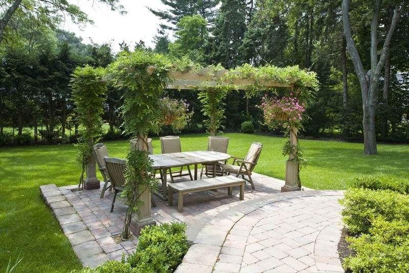 holz pergola bauen und mit einheimischen pflanzen bepflanzen garten pinterest garten. Black Bedroom Furniture Sets. Home Design Ideas