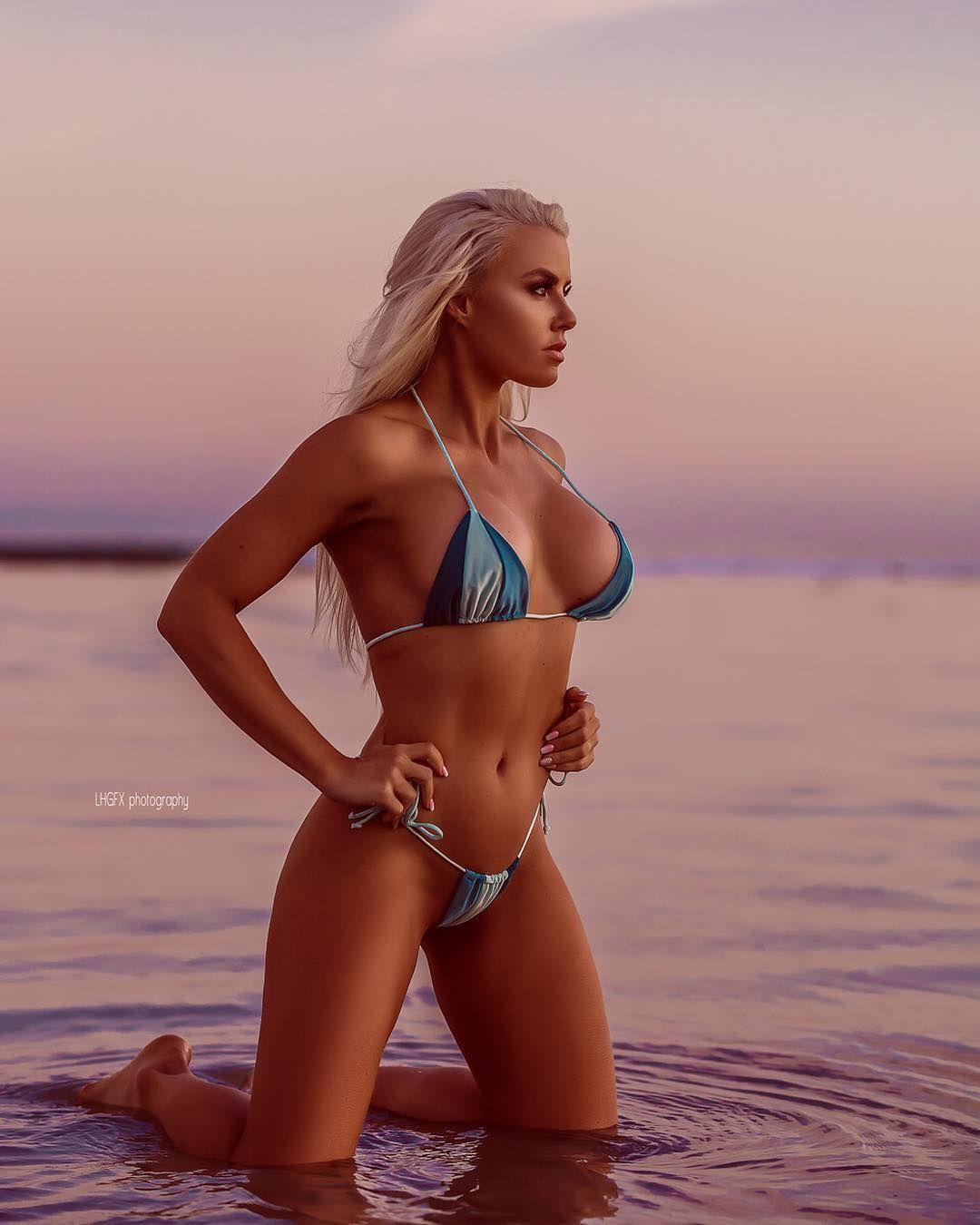 Holly Barker Nude Photos 27