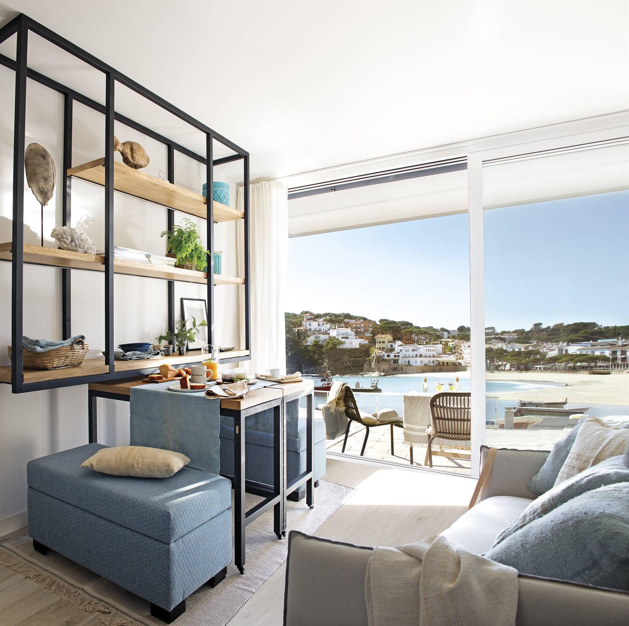 Una casa de 200 m20 en 20 plantas ¡Y el mar! en 200200  Comedores