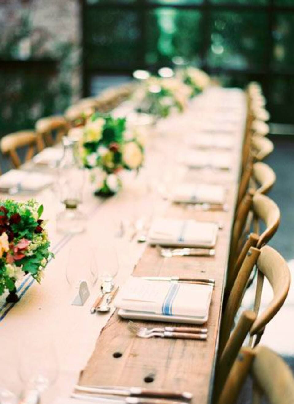 Natural and Neutral Wedding Table | Jen Huang Photography | Fresh Green and Neutral Spring Wedding Ideas with a Hint of Gold and Wrapping Vines