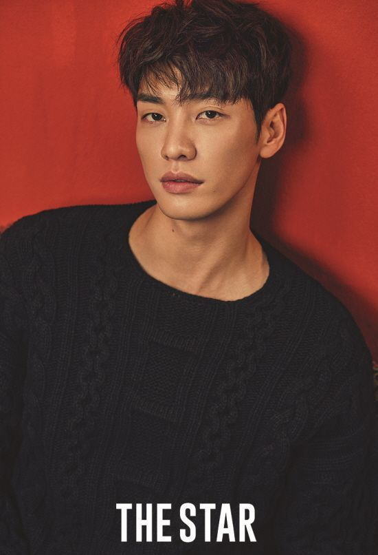 Here are 15 most good-looking Asian men. These are Korean, Japanese and Taiwanese actors that will lure you to watch their dramas and mesmerize you with their innocent smile and twinkle in their eyes.