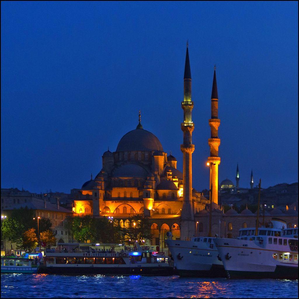 La Mezquita Nueva Sacred Architecture Istanbul Architecture