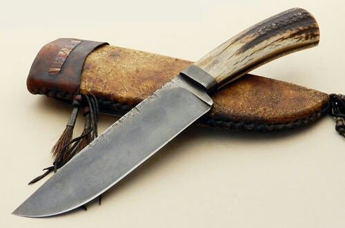 DANIEL WINKLER LOST LAKE CAMP KNIFE Blade Length: 6.75″ Overall Length: 11.75″ Blade Steel: 1084 Blade Style: Drop point hunter Guard Material: Single integral guard Handle Material: Elk Antler