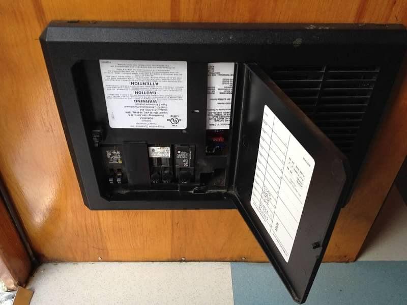 camper fuse box wiring diagram services u2022 rh wiringdiagramguide services Trailer Camper Fuse Panel Box Truck Fuse Cap