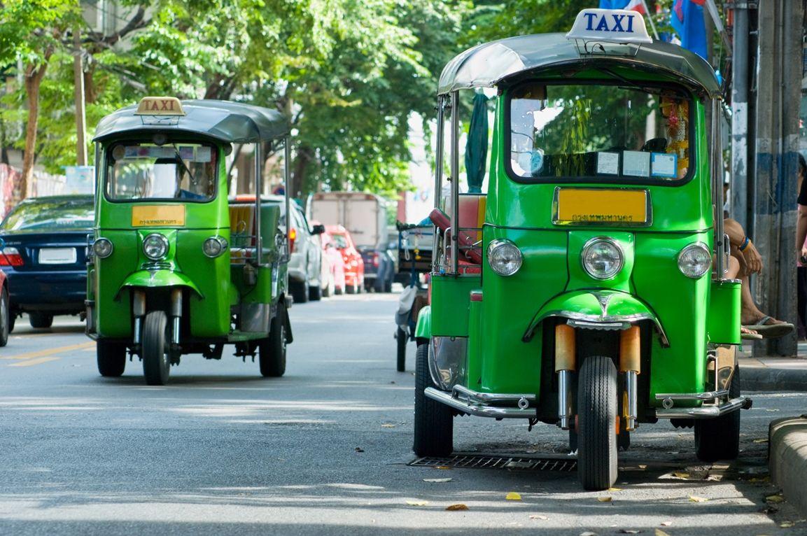 tuk tuk taxis bangkok thailand common transportation for the girls thailand pinterest. Black Bedroom Furniture Sets. Home Design Ideas