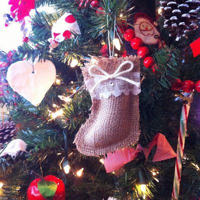 An old fashioned christmas tree diy burlap ornaments christmas an old fashioned christmas tree diy burlap ornaments solutioingenieria Gallery