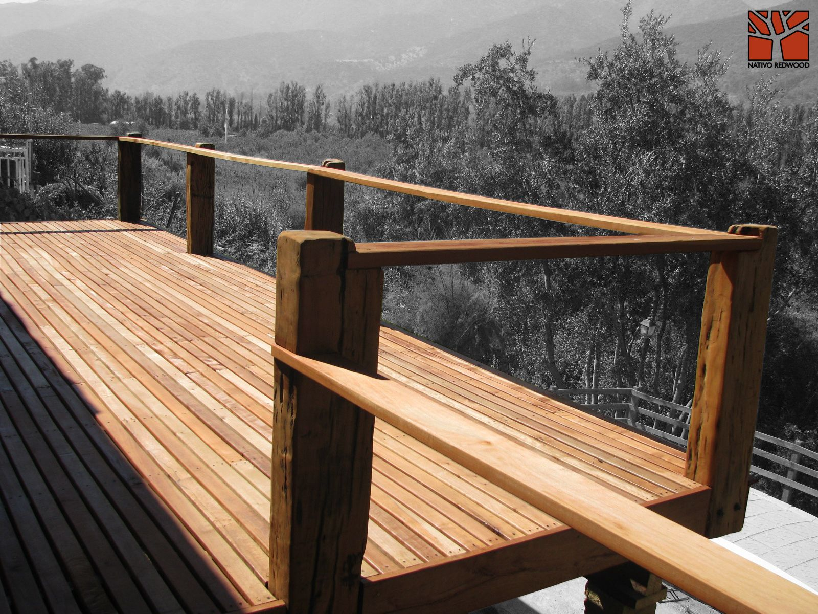 Nativo redwood terraza en casa en caj n del maipo - Barandas de terrazas ...