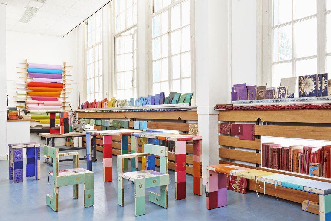 Schitterende diy meubels gemaakt van oude boeken oude boeken meubilair en meubels - Modern meubilair en oude ...