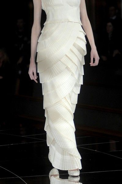 Valentino Spring 2009 Couture Details - Valentino's Most Stunning Couture Runway Details of the Decade - Photos