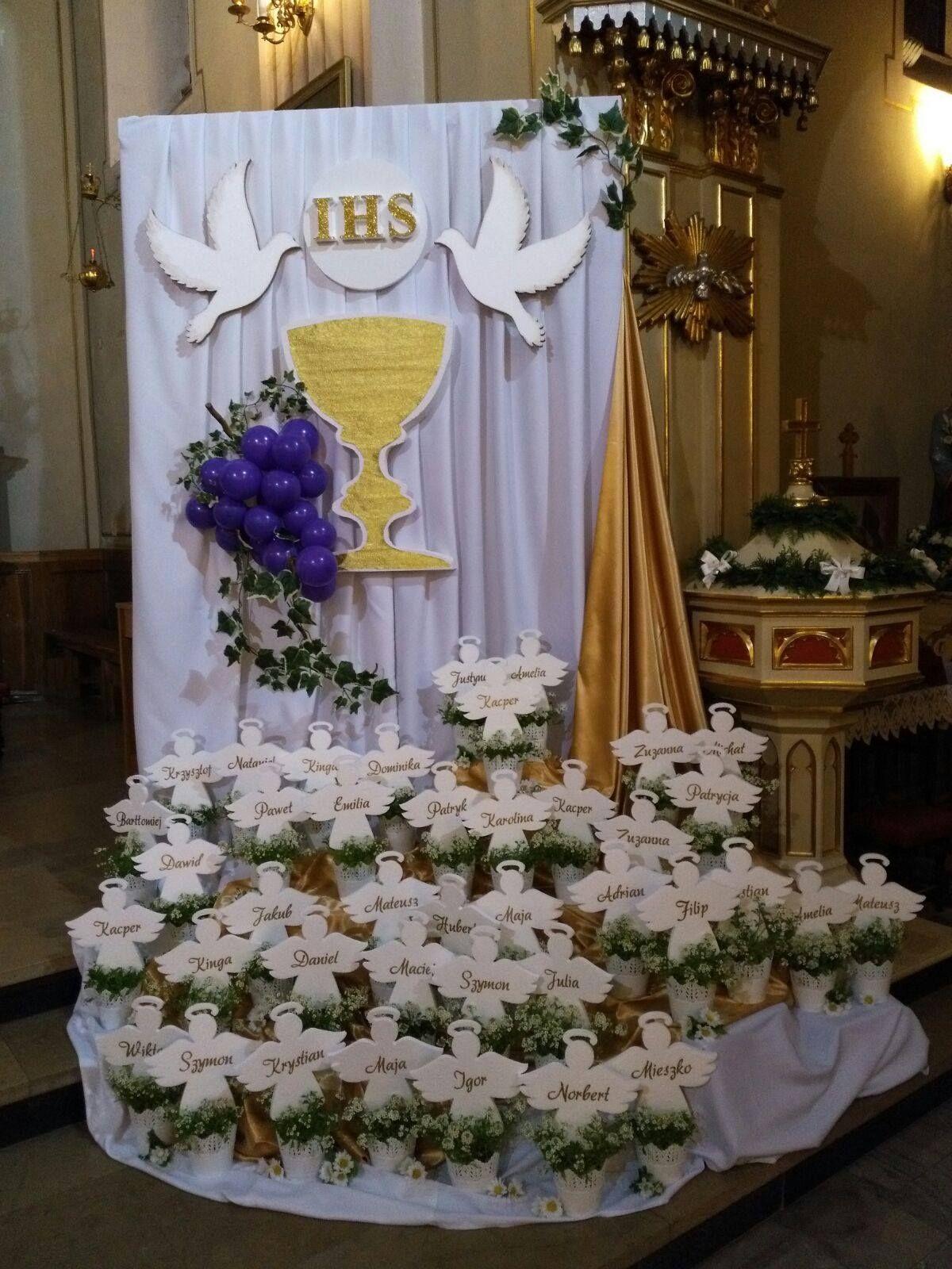 Sposob Dekoracji Kosciola Na Pierwsza Komunie Swieta First Communion Decorations Communion Decorations Altar Decorations
