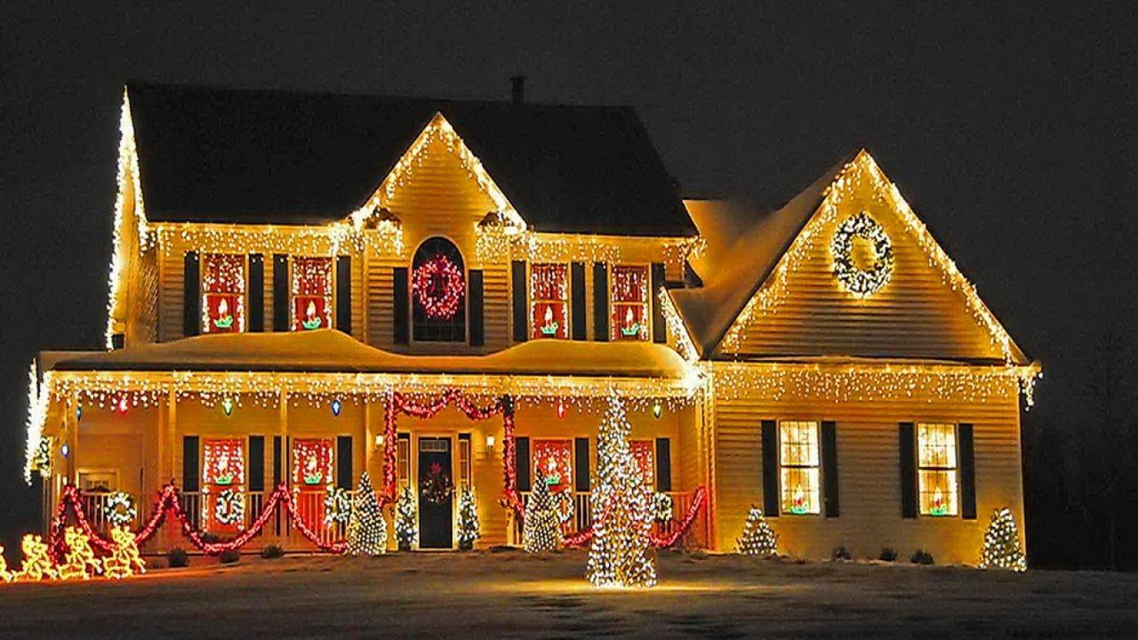 Christmas Lights Keep Shining On Christmas House Lights Christmas Lights Outside Outdoor Christmas