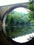 Vieille Brioude - Une arche du pont.jpg