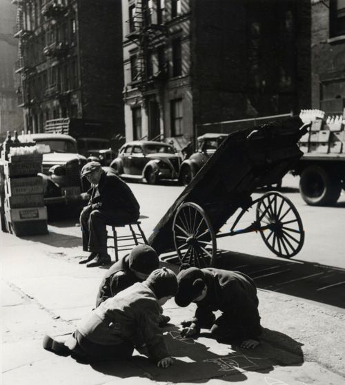 Rebecca Lepkoff Lower East Side, Drawing on the sidewalk, 1938