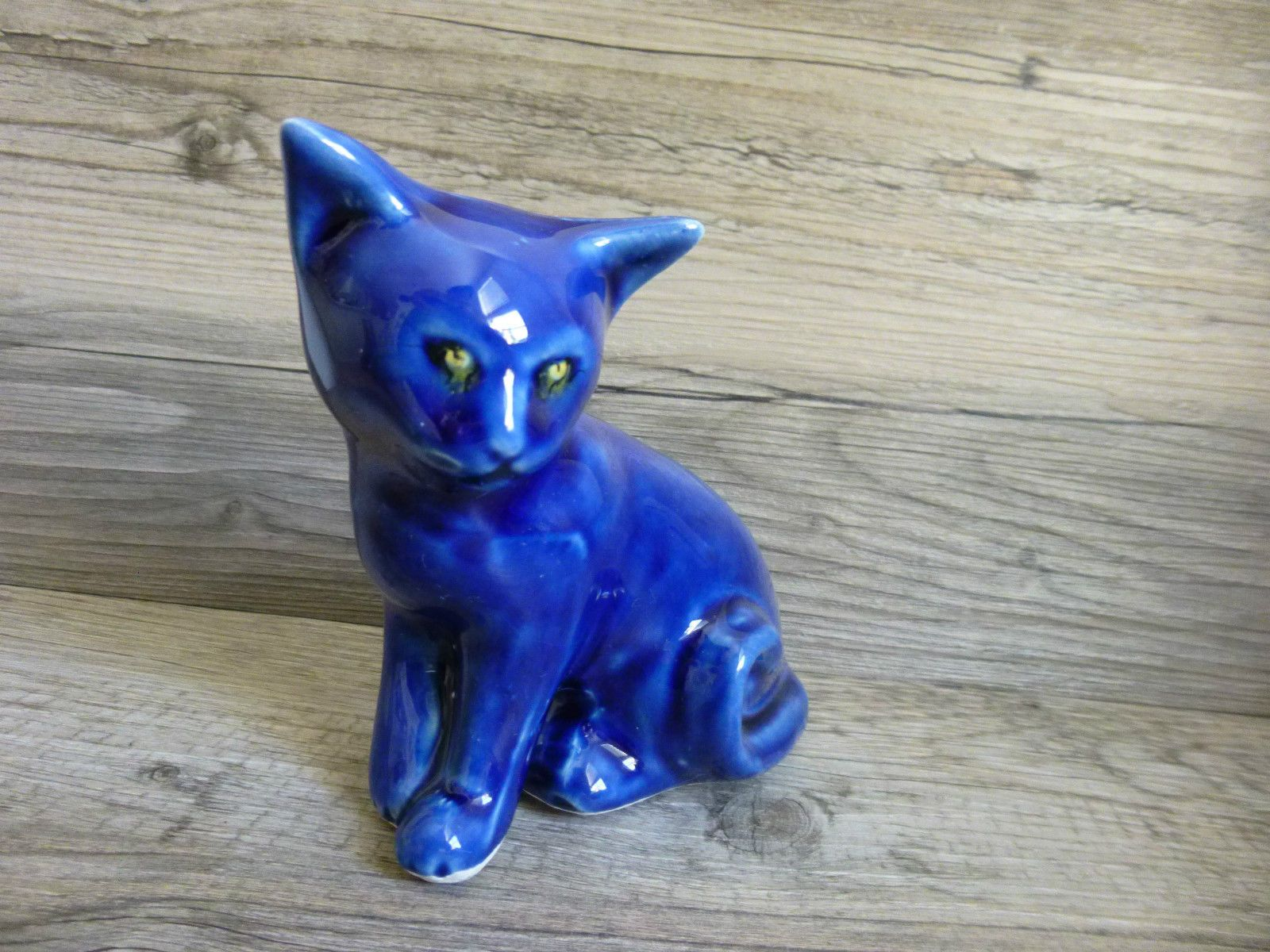 Vtg Blue Pottery Sitting Cat Statue Curled Tail Striking