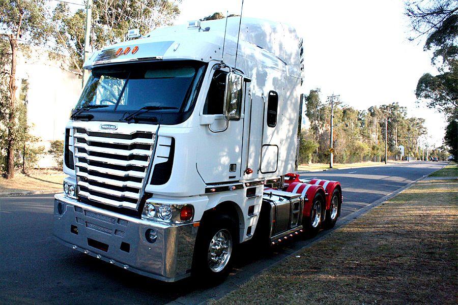 Trucking Freightliner trucks, Trucks, Freightliner