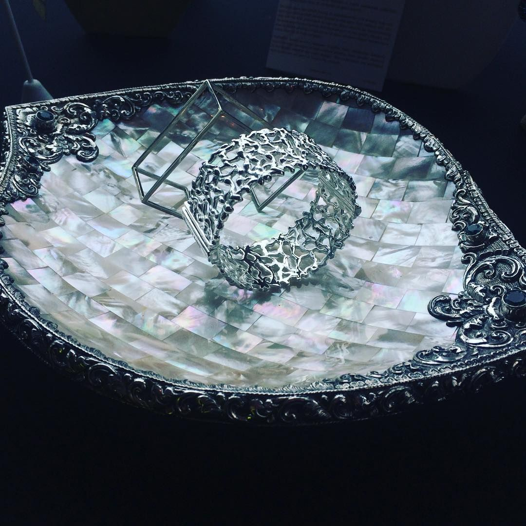stylingspyGorgeous #motherofpearl dish with silver border and gems shown by #savorSilver @jewelersofamerica press event #love