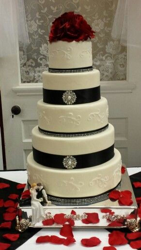 Black & white wedding cake with red roses