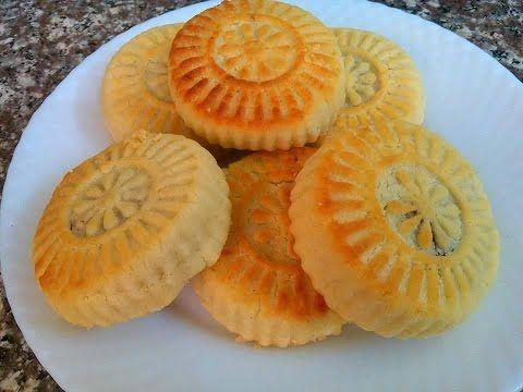 طريقة عمل المعمول بالطحين اجمل ضيافه تقدم في العيد Lebanese Desserts Middle Eastern Desserts Wassail Recipe