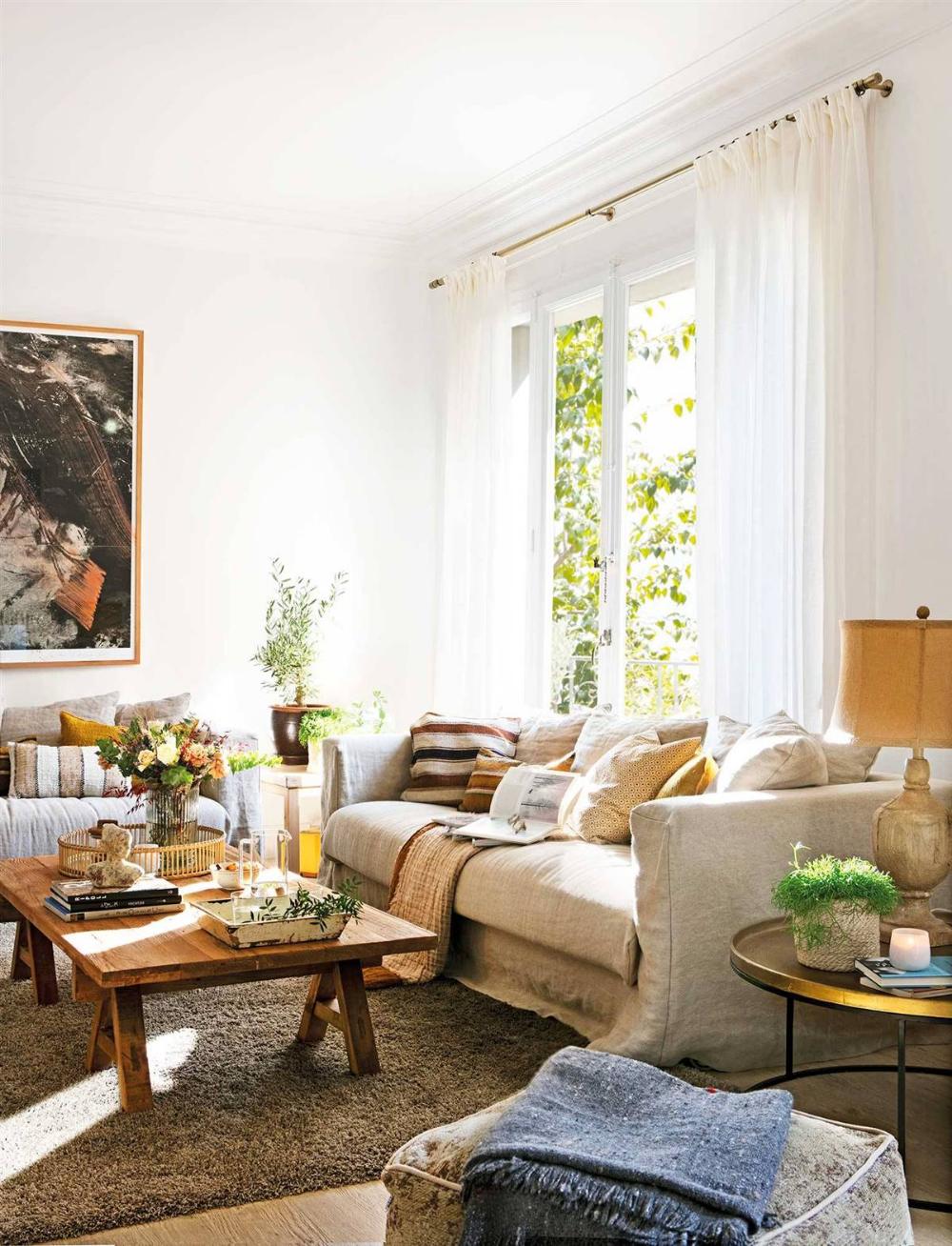 Una Alfombra Tipo Vintage Y Un Sofá Modular Mesa De Centro Madera Colores De Pintura De Interior Sofás Modulares