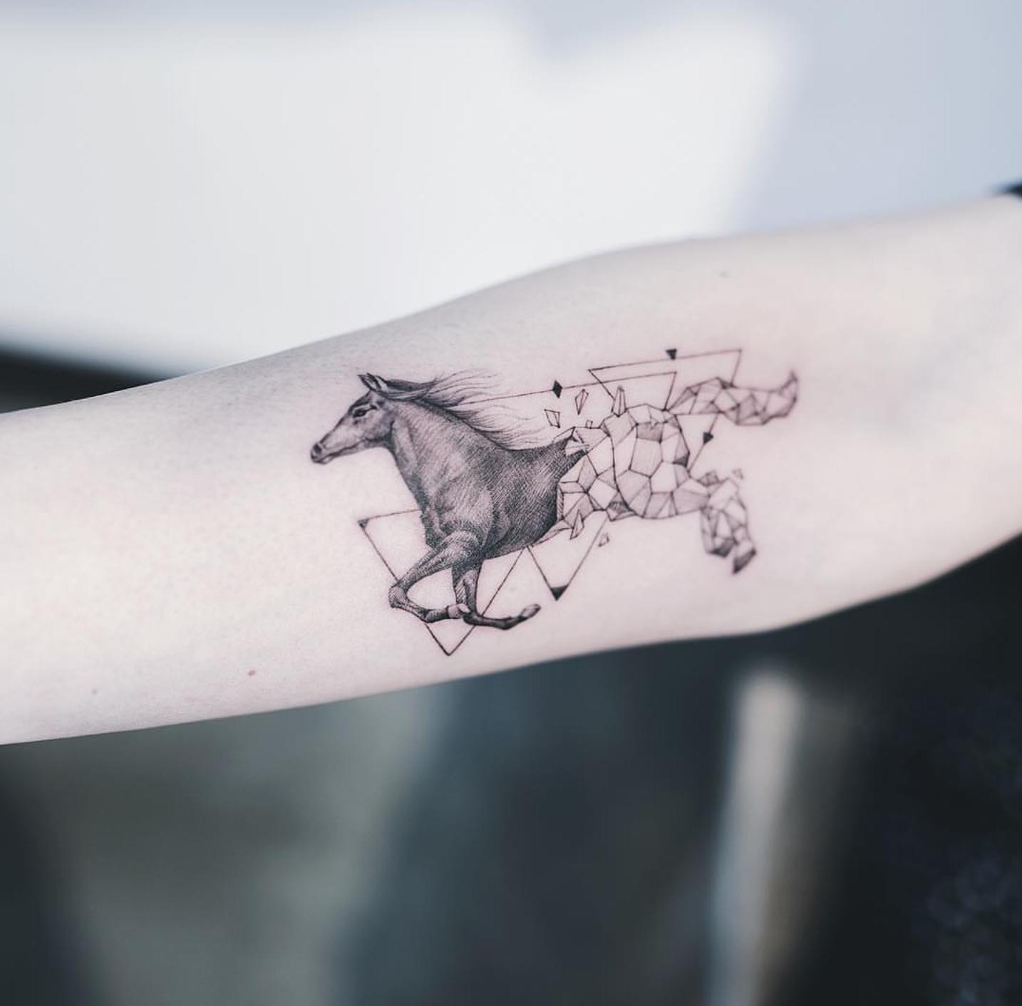 Geometric Horse By Kakao At Nando Tattoo Seoul Geometric Tattoo Horse Small Horse Tattoo Western Tattoos