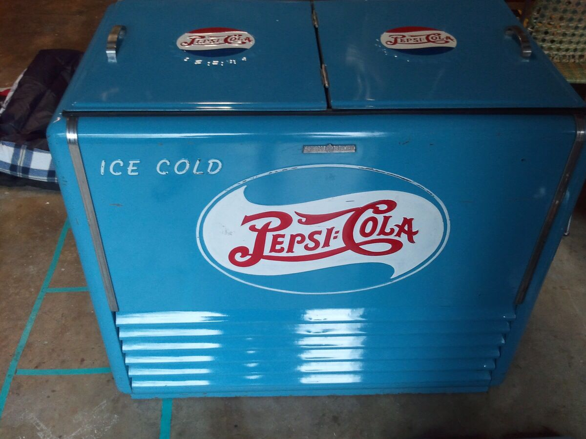 This Is A 1940 S General Electric Pepsi Cooler Standard It Is A Wet Cooler And Still Works Coke Machine Pepsi Cola Old Bottles