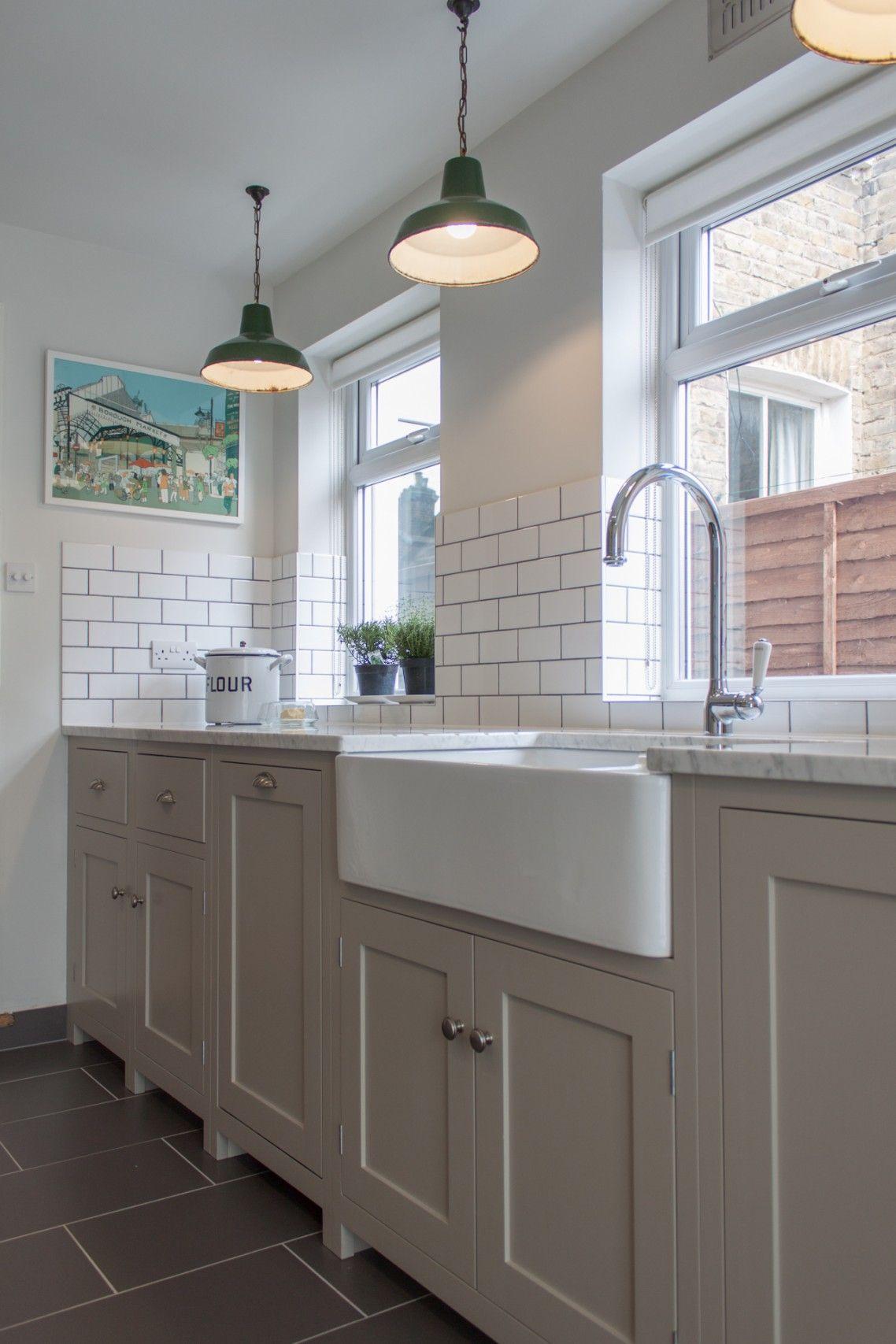 Wondrous white ceramic subway backsplash also white apron for Farm style kitchen backsplash