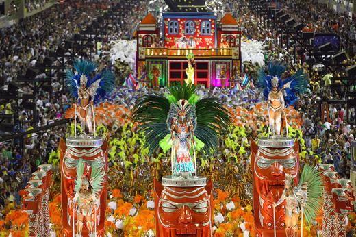 Pictures: Rio de Janeiro carnival 2015 rocks to the beat of Samba ...