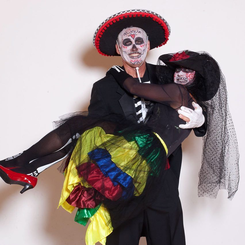 65+ Interesting Halloween Couple Outfits For The Couples To Have a